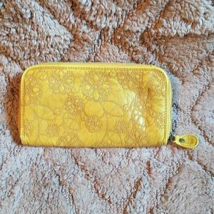 Leather quilted wallet